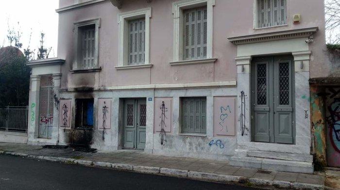 Επίθεση με γκαζάκια στο ίδρυμα Μητσοτάκη - εικόνα 3