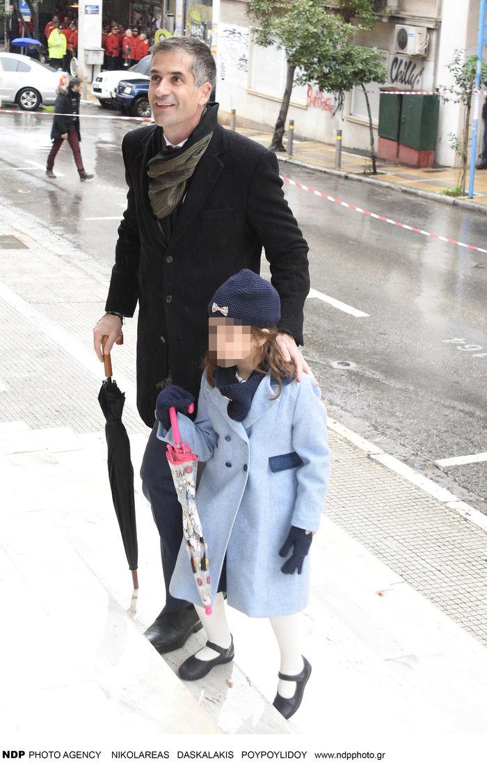 Ο Κώστας Μπακογιάννης με την «μικρή κυρία» κόρη του Ολυμπία στα Θεοφάνεια - εικόνα 2