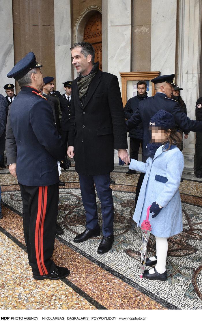 Ο Κώστας Μπακογιάννης με την «μικρή κυρία» κόρη του Ολυμπία στα Θεοφάνεια - εικόνα 3