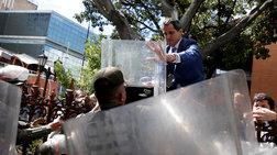 Βενεζουέλα: «Εισβολή» Γκουαϊδό στην Εθνοσυνέλευση για να ορκιστεί πρόεδρος
