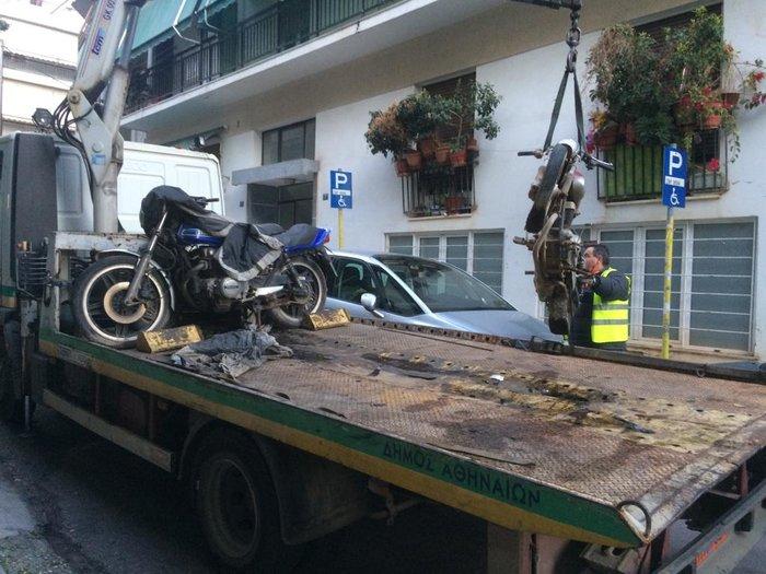 800 παρατημένα μηχανάκια στην Αθήνα μαζεύει ο Δήμος - εικόνα 2