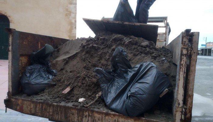 Χανιά: Ο «Ηφαιστίωνας» άφησε 15 τόνους σκουπίδια στο Ενετικό λιμάνι - εικόνα 2