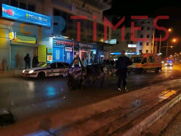 Τροχαίο σοκ στη Θεσσαλονίκη: ΙΧ κόπηκε στη μέση - εικόνα 2