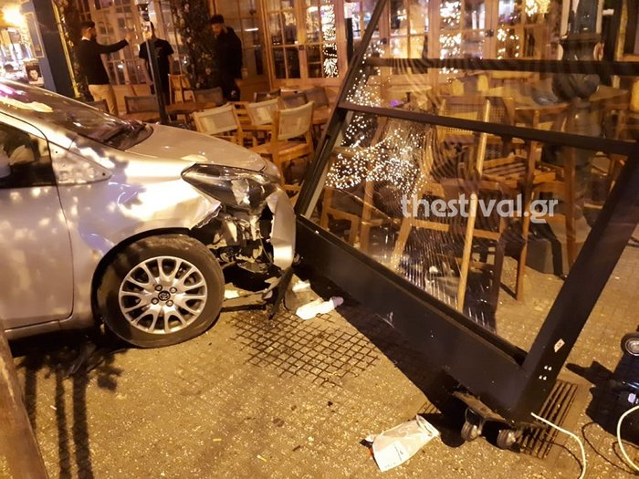 IX «μπούκαρε» σε μπαρ στο κέντρο της Θεσσαλονίκης [εικόνες]