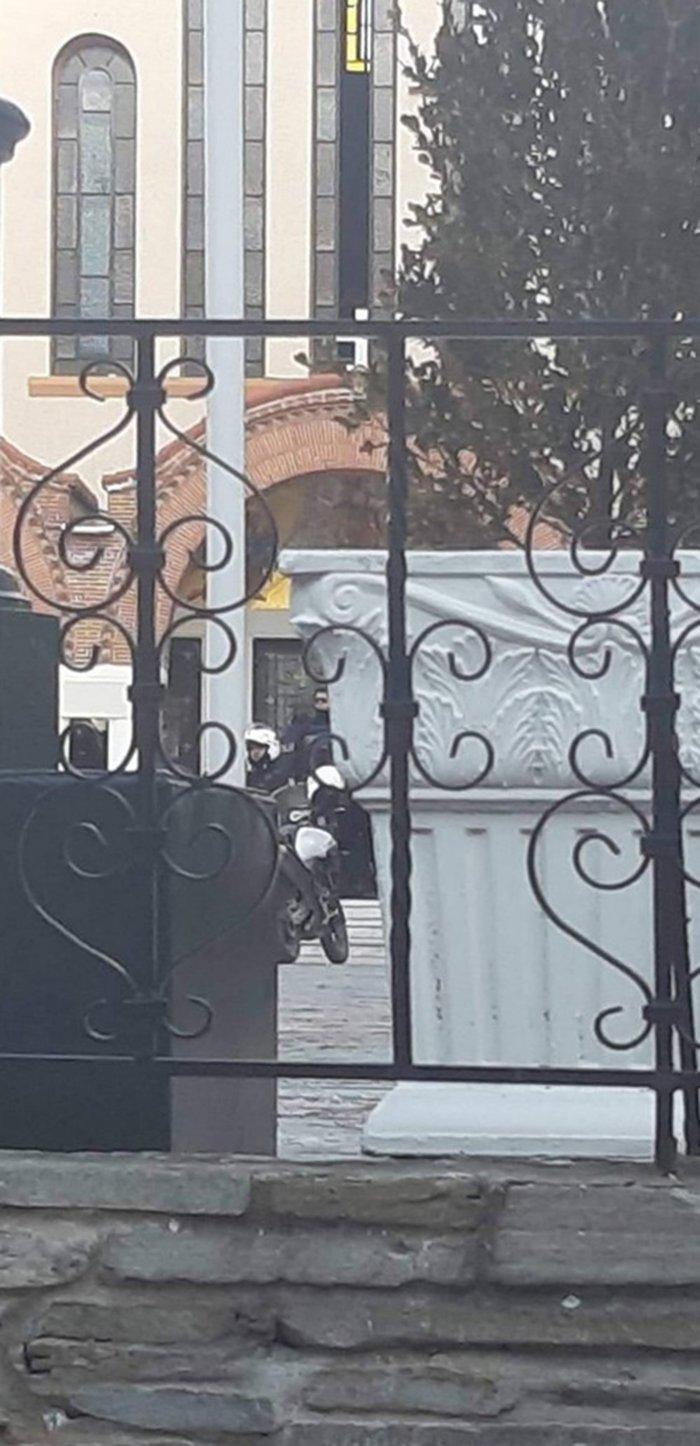 Σέρρες: Γυμνός άνδρας στη Μητρόπολη -Ζητούσε να βαφτιστεί [εικόνες] - εικόνα 2