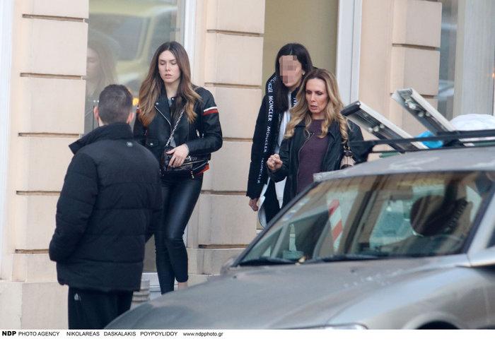 Εβελίνα Παπούλια: Βόλτα στην Αθήνα με την πανέμορφη κόρη της Αφροδίτη - εικόνα 2