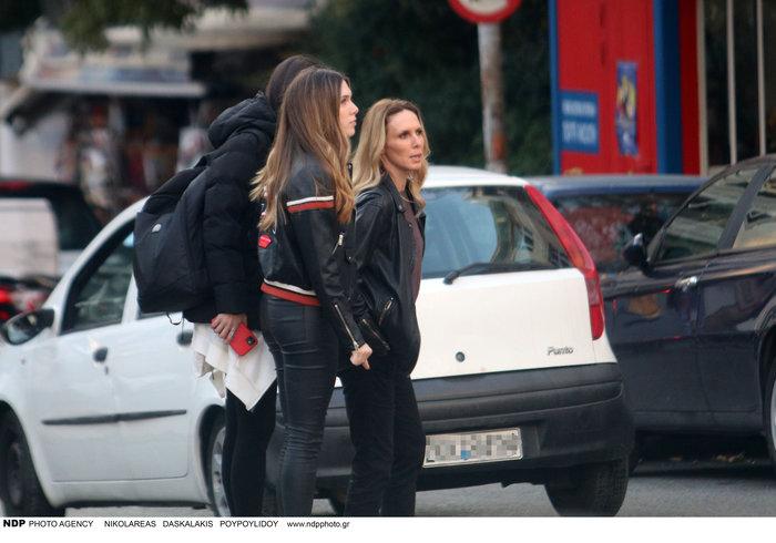 Εβελίνα Παπούλια: Βόλτα στην Αθήνα με την πανέμορφη κόρη της Αφροδίτη - εικόνα 3