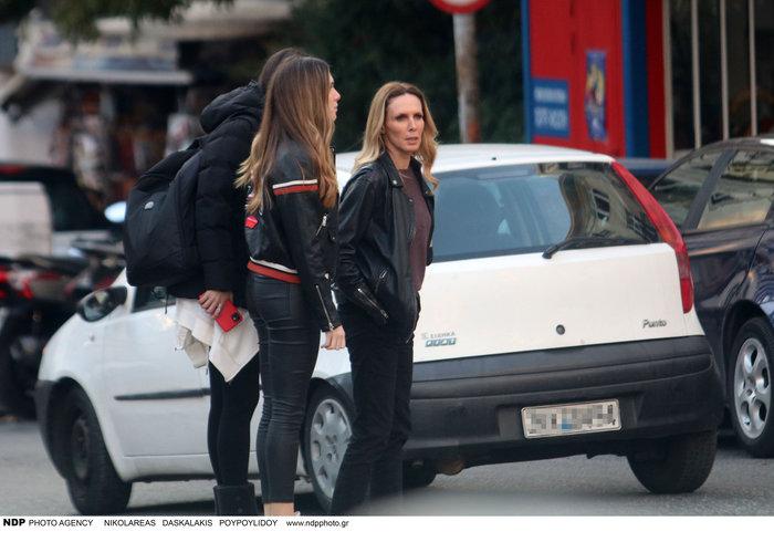 Εβελίνα Παπούλια: Βόλτα στην Αθήνα με την πανέμορφη κόρη της Αφροδίτη - εικόνα 4