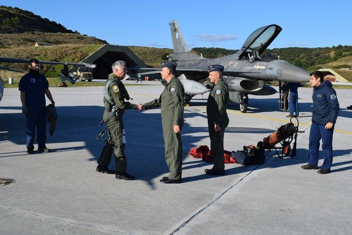 Δείτε τον Αρχηγό ΓΕΕΘΑ που πέταξε μόνος του με F16 στη Σκύρo - εικόνα 2