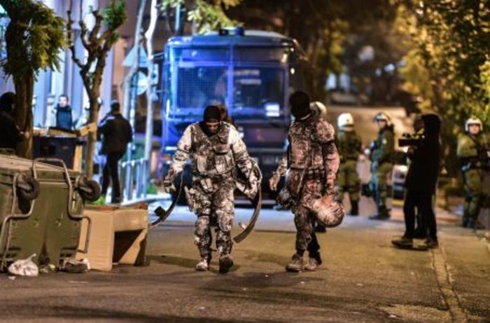 Κόρη γνωστού ηθοποιού συνελήφθη σε κατάληψη στο Κουκάκι - εικόνα 3