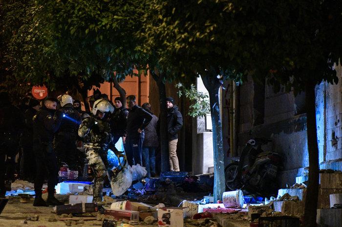 Νέα «επιχείρηση Κουκάκι»: 21 συλλήψεις, 6 αστυνομικοί τραυματίες