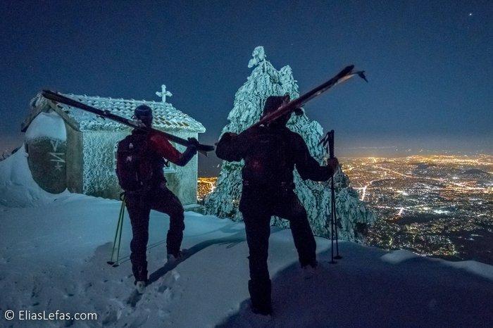 Οι μαγικές φωτογραφίες του Σάκη Αρναούτογλου στη χιονισμένη Πεντέλη - εικόνα 3