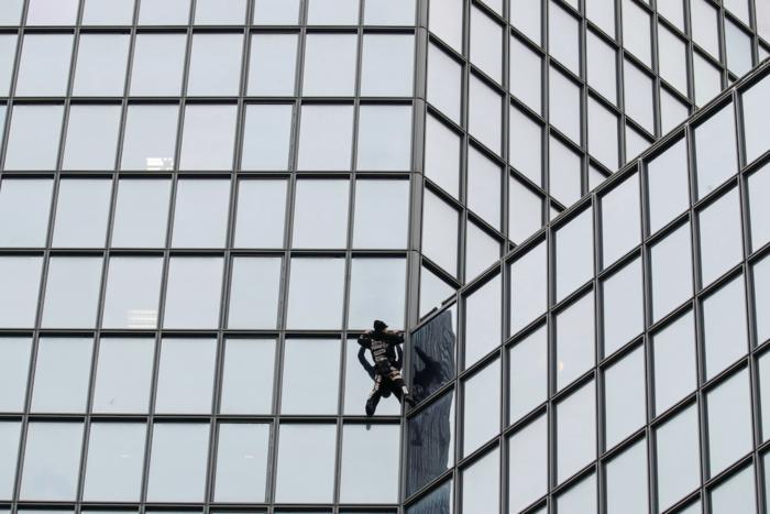"""Ο """"γάλλος Spiderman"""" ξαναχτύπησε- Ανέβηκε ξανά σε ουρανοξύστη 48 ορόφων"""