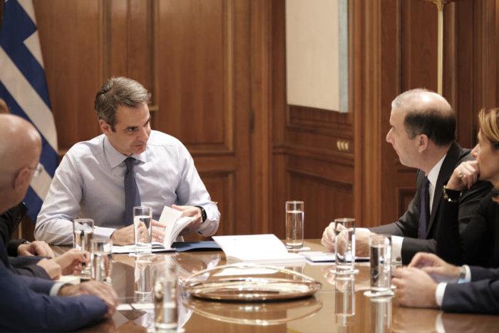Συνάντηση Μητσοτάκη με εκπροσώπους ενεργειακών εταιρειών