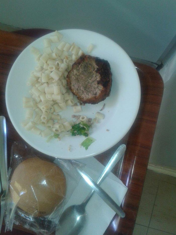 ΣΟΚ:Κόρη ασθενούς στο Κρατικό Νικαίας βρήκε στο φαγητό σκουλήκι- φωτο - εικόνα 2