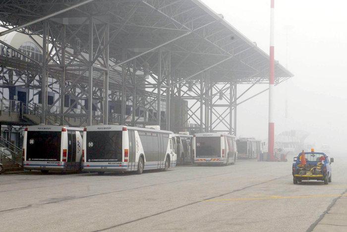 Ομίχλη στη Θεσσαλονίκη - Εντυπωσιακές εικόνες στο αεροδρόμιο Μακεδονία