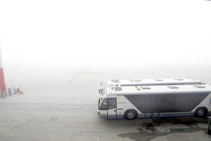 Ομίχλη στη Θεσσαλονίκη - Εντυπωσιακές εικόνες στο αεροδρόμιο Μακεδονία - εικόνα 2