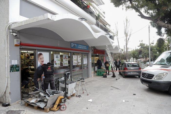 Ανατίναξη σε ΑΤΜ στην Αγία Παρασκευή -Πήραν 40.000 ευρώ - εικόνα 2