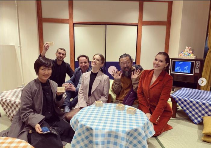 Ντάσα Ζούκοβα, Σταύρος και Ευγενία Νιάρχου με τον διάσημο εικαστικό τακάσι Μουρακάμι στην Ιαπωνία/Instagram