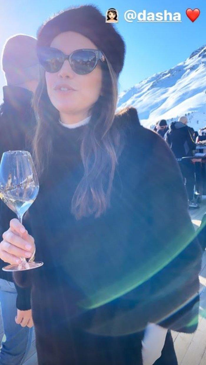 Γάμος Νιάρχου: Πάρτι με σαμπάνια για τη νύφη Ντάσα Ζούκοβα