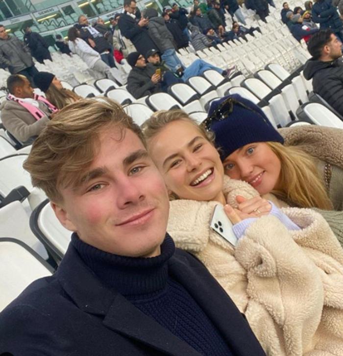 Το κορίτσι του Ντε Λιχτ έκανε στριπτίζ & τρέλανε το Instagram - εικόνα 3