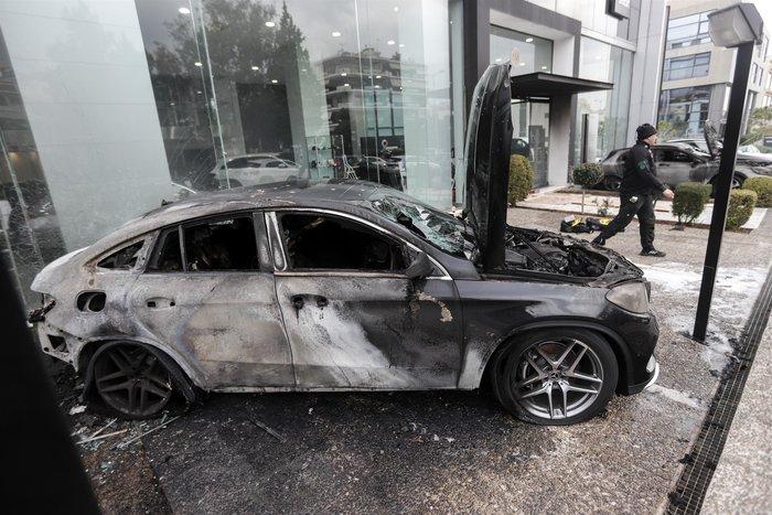 Πυρπόλησαν αυτοκίνητα σε αντιπροσωπεία στη Γλυφάδα