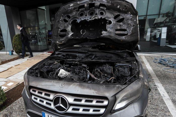Πυρπόλησαν αυτοκίνητα σε αντιπροσωπεία στη Γλυφάδα - εικόνα 3