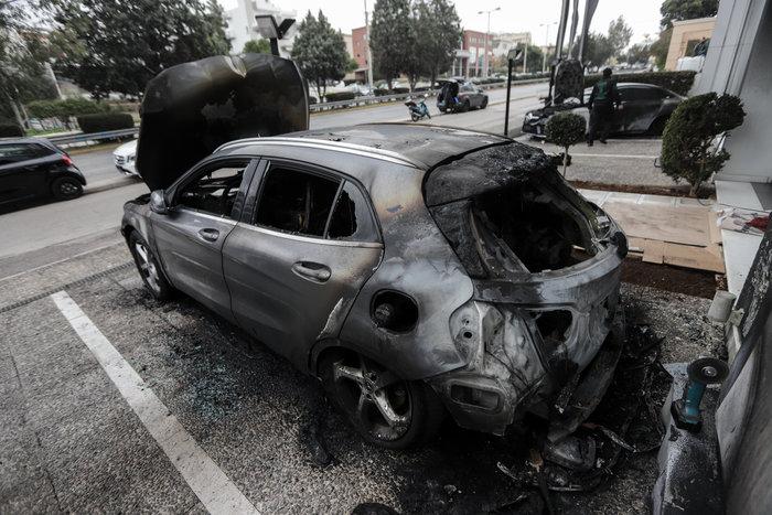 Πυρπόλησαν αυτοκίνητα σε αντιπροσωπεία στη Γλυφάδα - εικόνα 5
