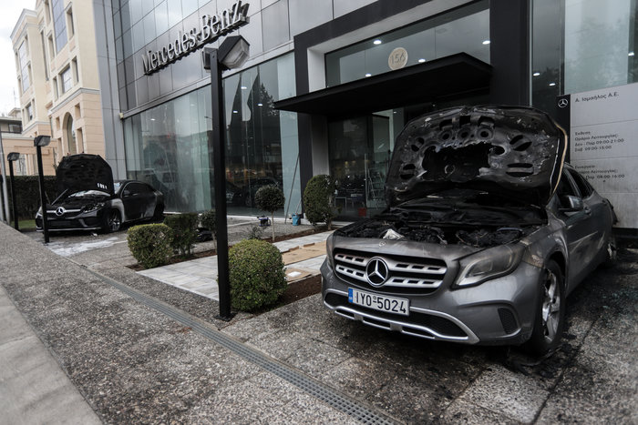Πυρπόλησαν αυτοκίνητα σε αντιπροσωπεία στη Γλυφάδα - εικόνα 6