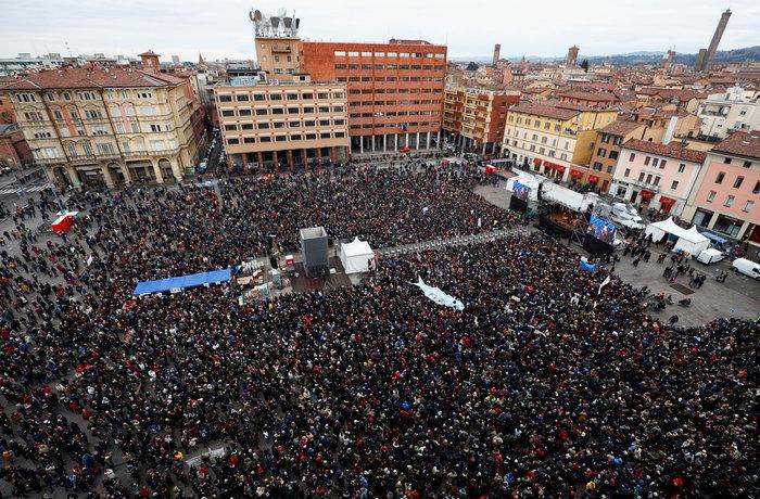 «Κίνημα της Σαρδέλας»: 40.000 διαδηλωτές κατά Σαλβίνι