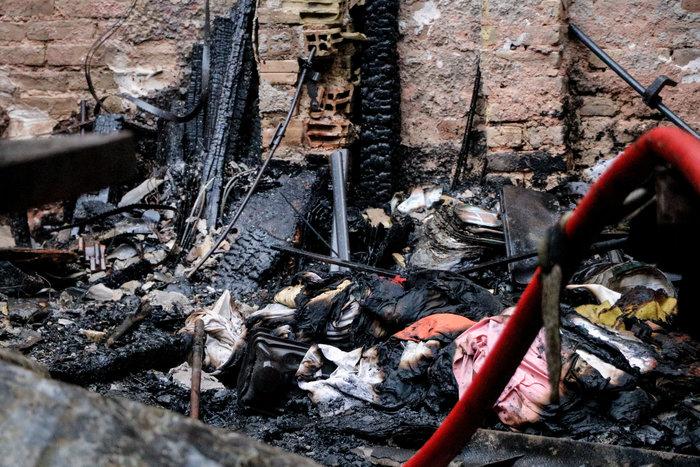 Τραγωδία στο Ρέντη: Νεκρός άνδρας από φωτιά - εικόνα 5