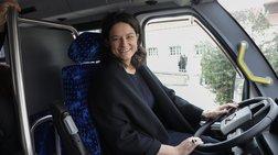 Η Νίκη Κεραμέως στο τιμόνι ηλεκτροκίνητου λεωφορείου [εικόνες]