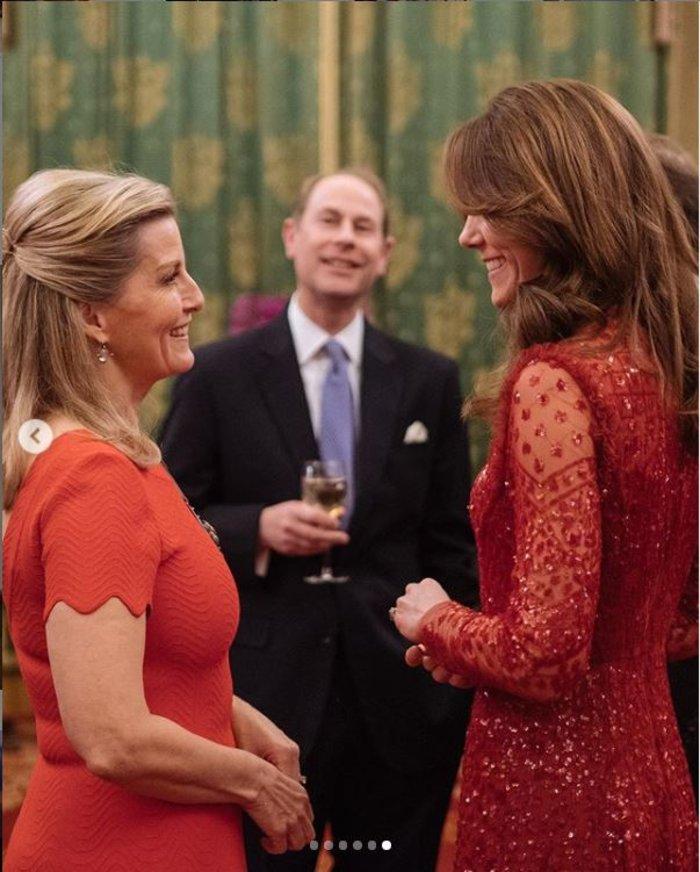 Ο Γουίλιαμ & η υπέρλαμπρη Κέιτ στα κόκκινα έκαναν take over στο παλάτι - εικόνα 2