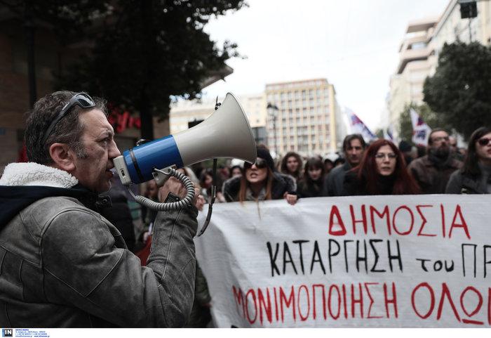 Χημικά και επεισόδια στην Αθήνα - Κυκλοφοριακό χάος από φοιτητική πορεία - εικόνα 4