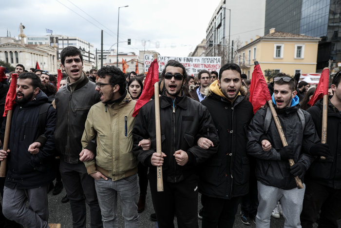 Χημικά και επεισόδια στην Αθήνα - Κυκλοφοριακό χάος από φοιτητική πορεία - εικόνα 6