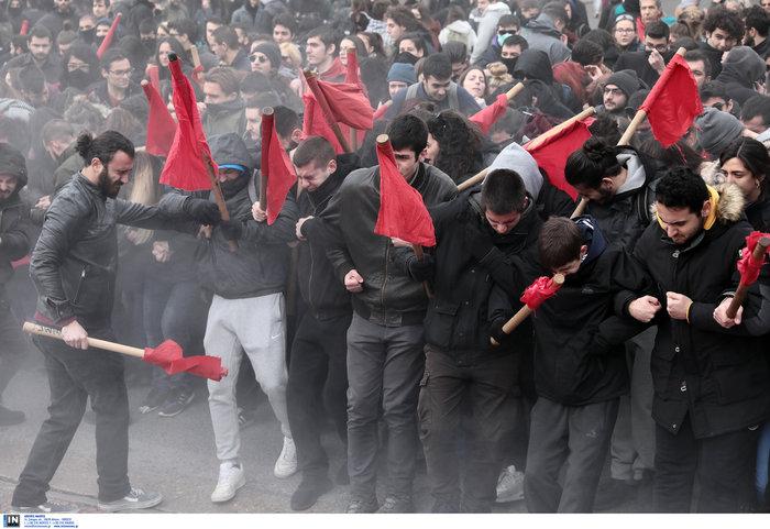 Χημικά και επεισόδια στην Αθήνα - Κυκλοφοριακό χάος από φοιτητική πορεία