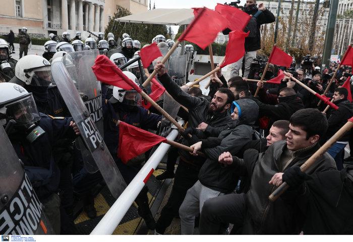 Χημικά και επεισόδια στην Αθήνα - Κυκλοφοριακό χάος από φοιτητική πορεία - εικόνα 2