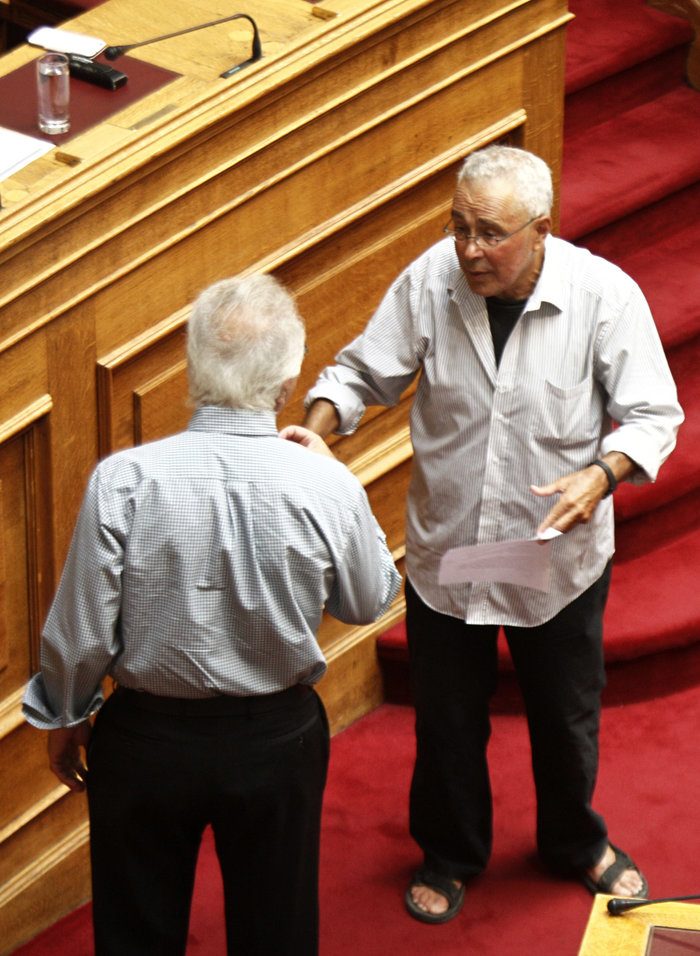 «Πουλάει τρέλα» ο Ζουράρις :Γιατί δεν πήγε να ψηφίσει στη Βουλή