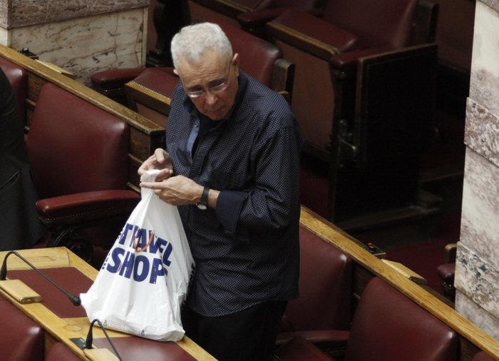 «Πουλάει τρέλα» ο Ζουράρις :Γιατί δεν πήγε να ψηφίσει στη Βουλή - εικόνα 2