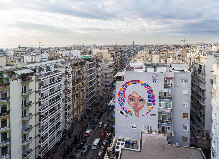 Μια εντυπωσιακή νέα τοιχογραφία αλλάζει χρώμα στη Θεσσαλονίκη