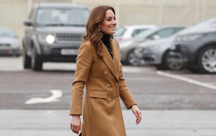 Η Κέιτ Μίντλετον με φούστα Zara των 10€ - Η εμφάνιση που έγινε sold out - εικόνα 2