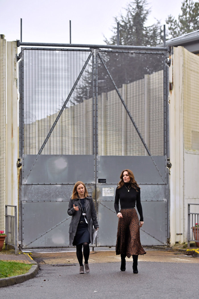 Η Κέιτ Μίντλετον με φούστα Zara των 10€ - Η εμφάνιση που έγινε sold out - εικόνα 3