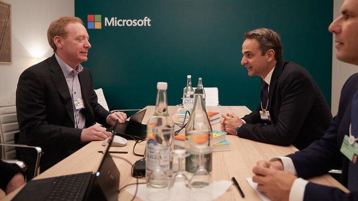 Live: Η συνέντευξη Μητσοτάκη στο Bloomberg από το Νταβός