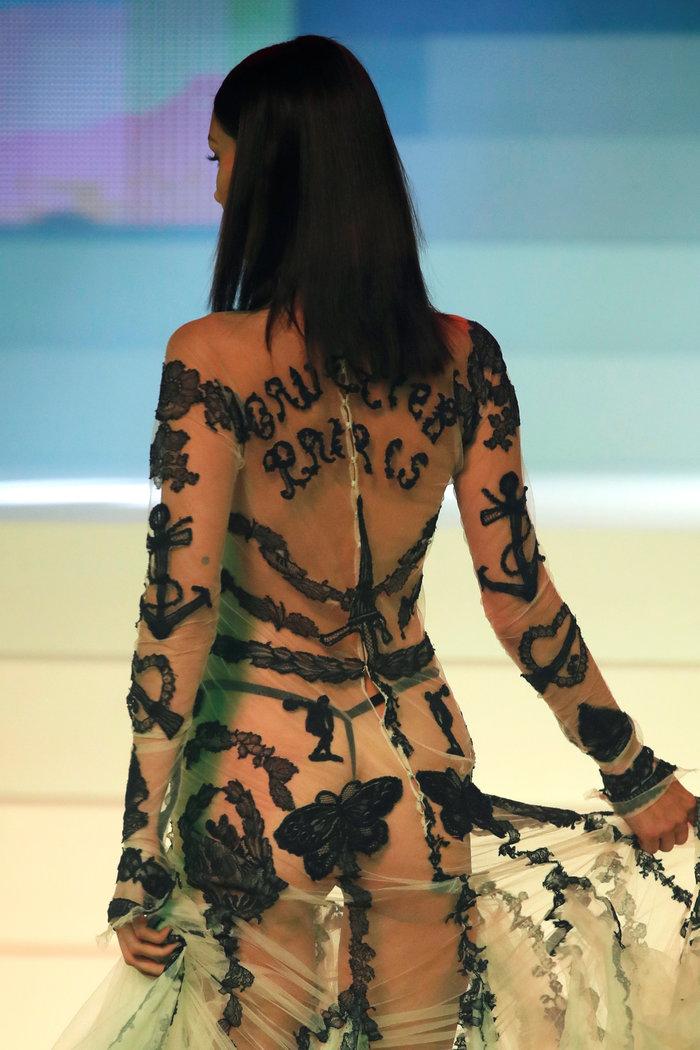 Γκοτιέ: Δείτε όλα τα top models στο τελευταίο ντεφιλέ - εικόνα 4
