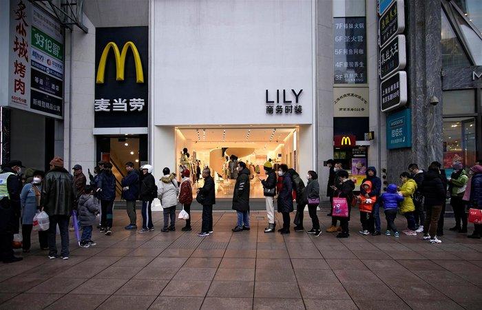 Κοροναϊός: Λουκέτο και στο Σινικό Τείχος - Κλείνουν McDonalds