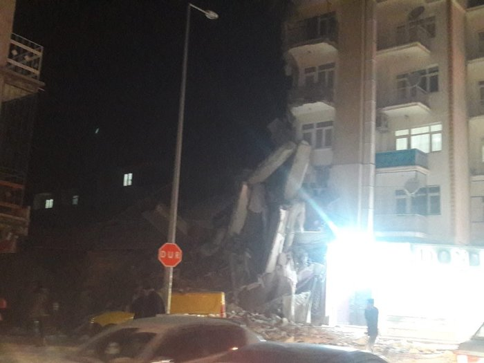 Σεισμός 6,8R στην Τουρκία: Τραγωδία - Δεκάδες οι νεκροί - εικόνα 2