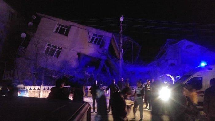 Σεισμός 6,8R στην Τουρκία: Τραγωδία - Δεκάδες οι νεκροί - εικόνα 3