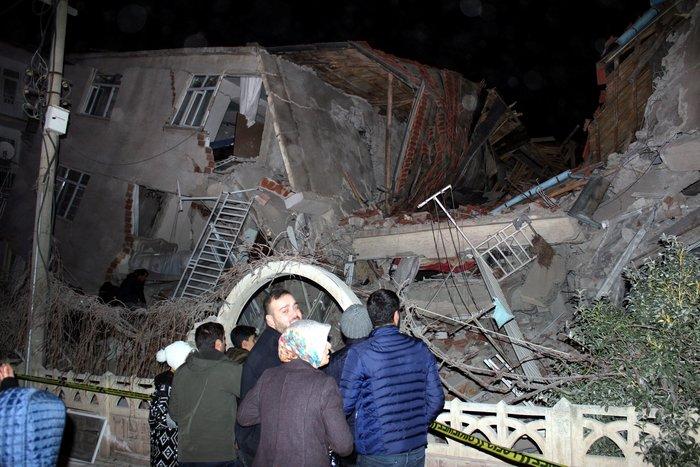 Σεισμός 6,8R στην Τουρκία: Τραγωδία - Δεκάδες οι νεκροί