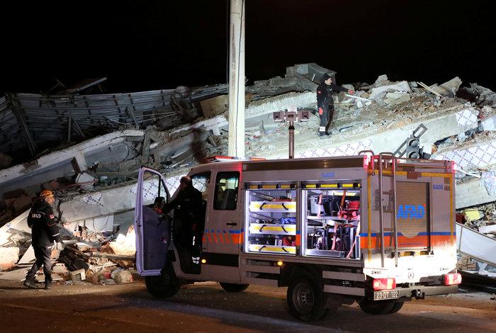 Φονικός σεισμός στην Τουρκία: 21 νεκροί και 1.030 τραυματίες - εικόνα 2