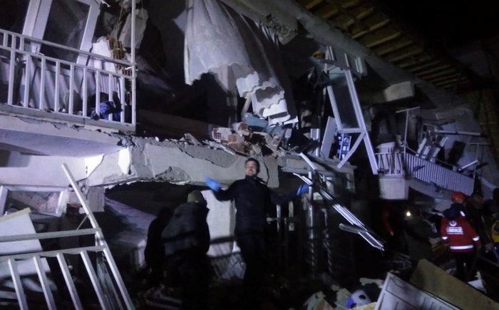 Φονικός σεισμός στην Τουρκία: 21 νεκροί και 1.030 τραυματίες - εικόνα 4